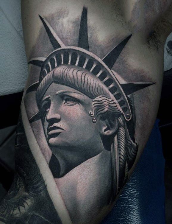 bicep-3d-realistic-statue-of-liberty-male-tattoo